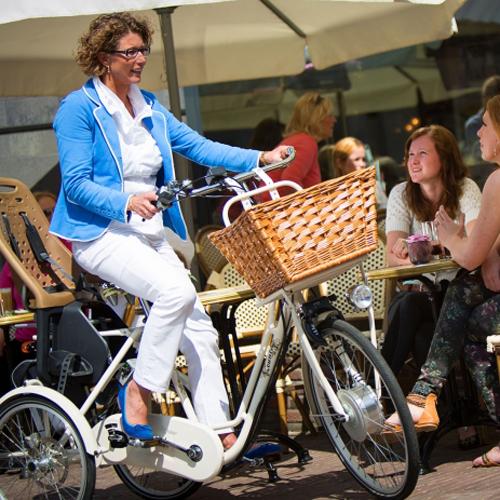 Country - Tricycle à deux roues arrière propulse par les...