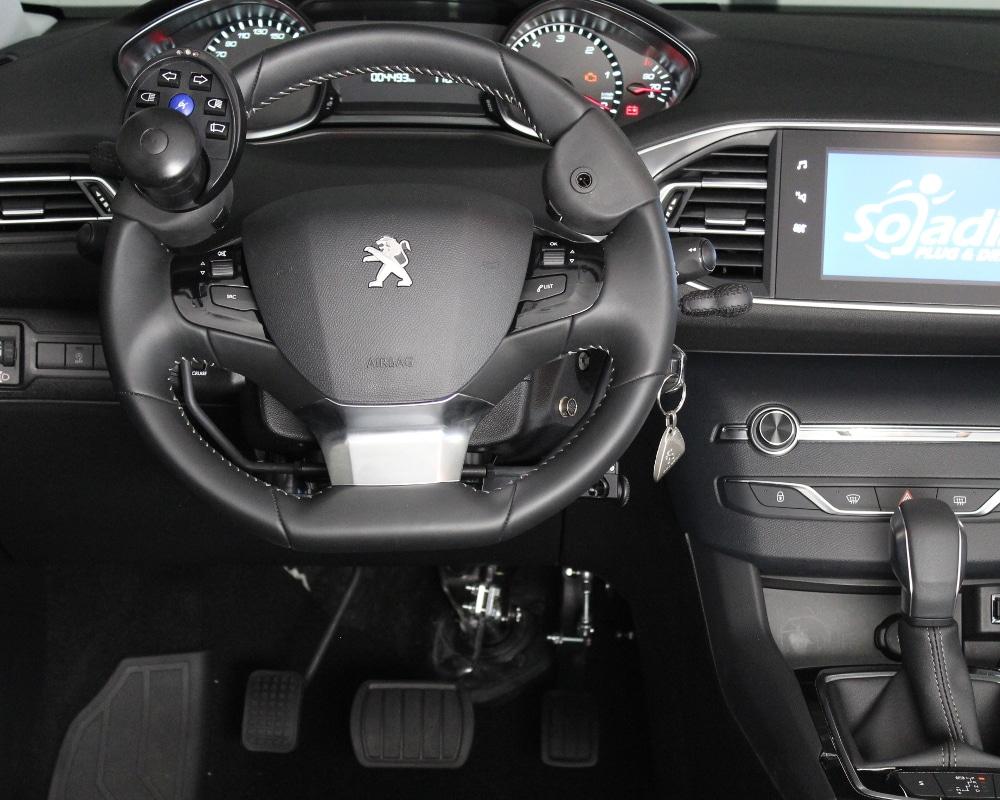 COMDIS - Accélérateur et frein au volant...